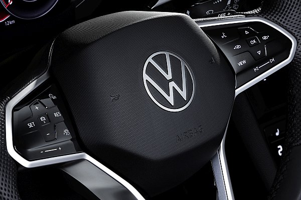 Steering wheel switches with touch