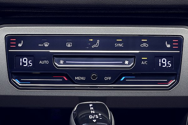 Climate control panel with touch- and sliding functions